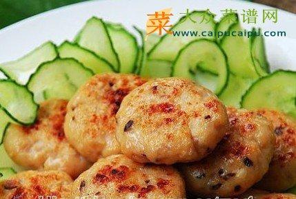 材料:鸡脯肉,洋葱,香菇,大蒜,香菜   做法: 1,鸡脯肉洗净,先切成丁