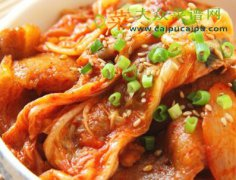 泡菜炒五花肉